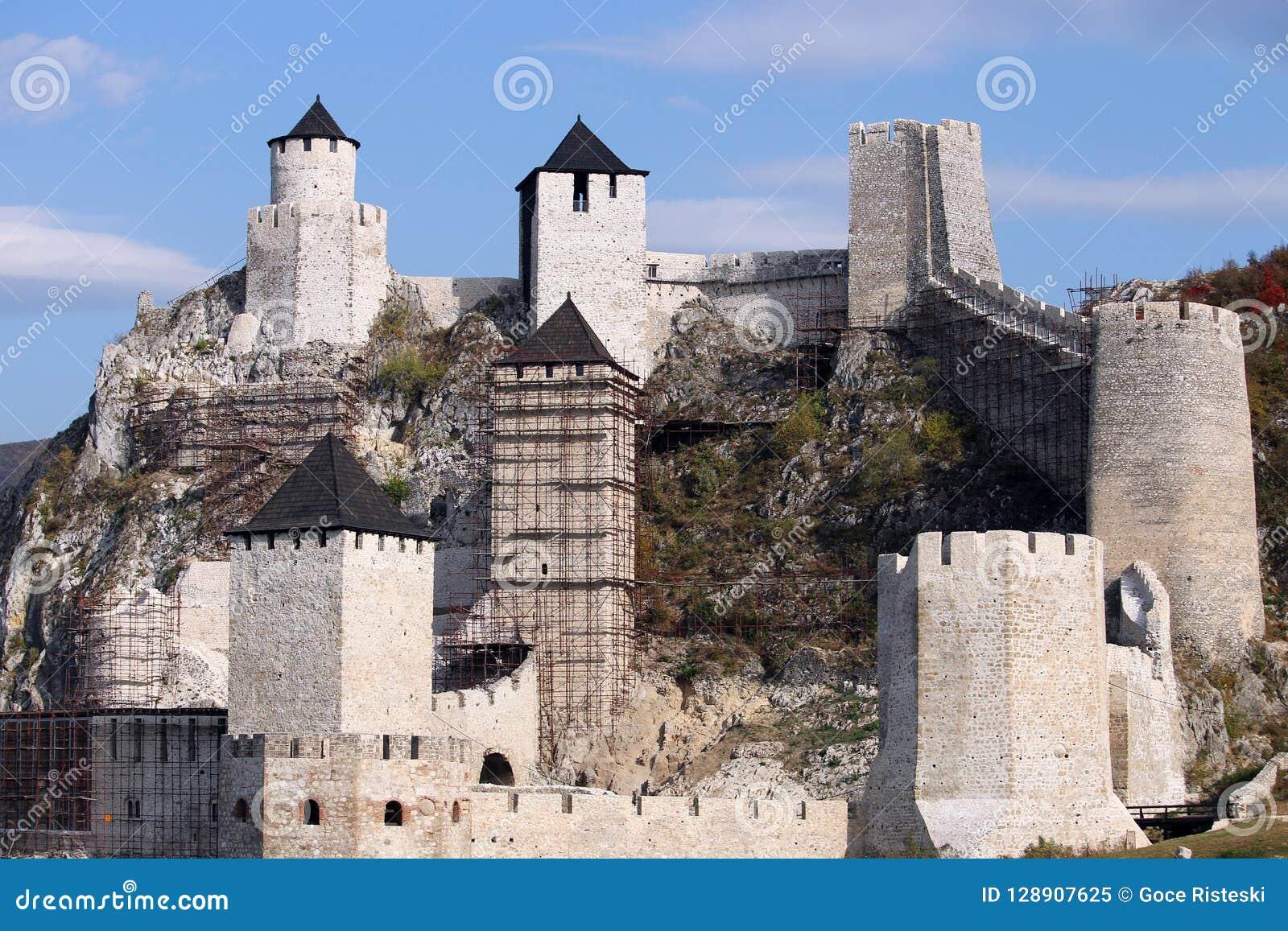 Golubac för stenväggar och tornfästning