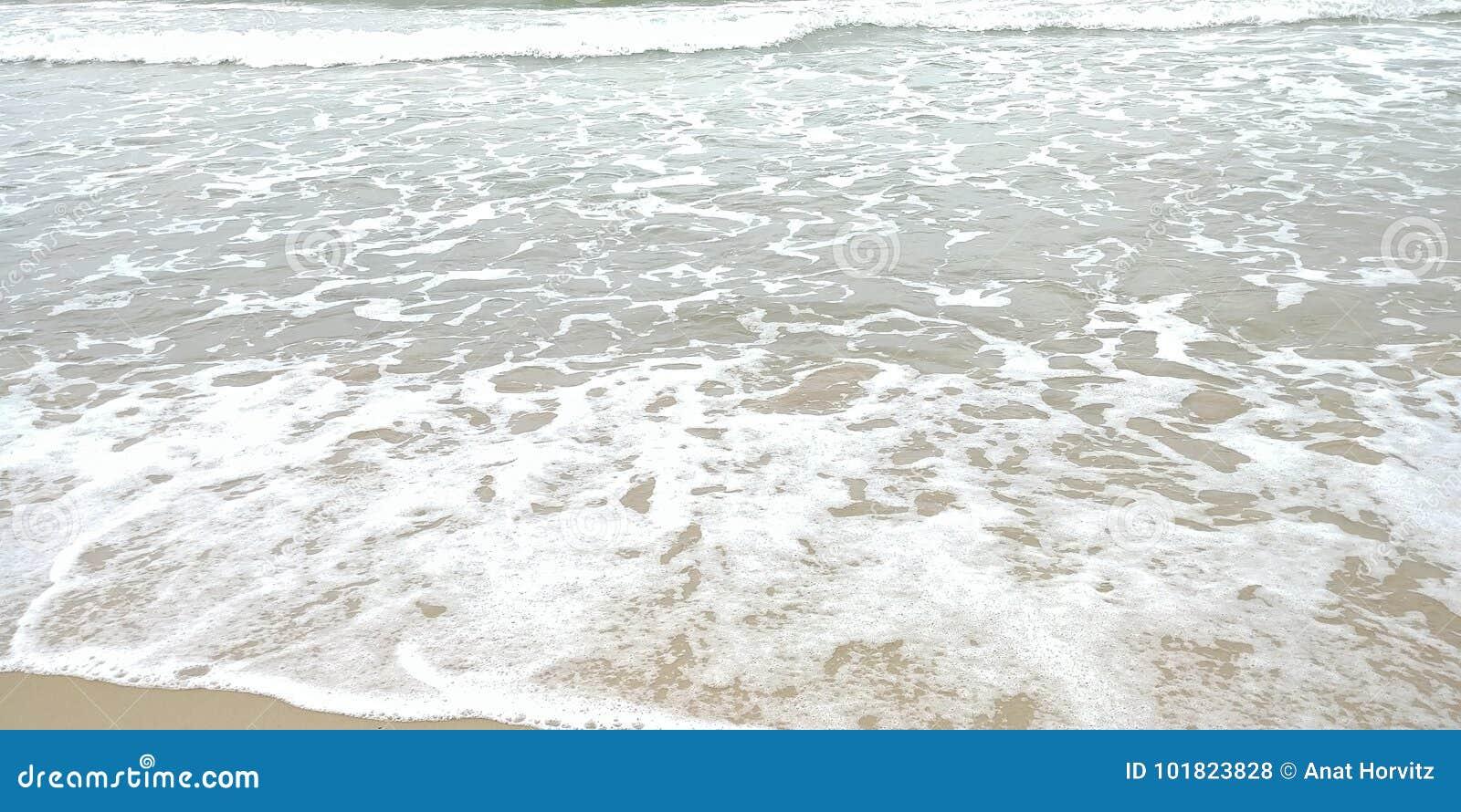 Golven bij het strand