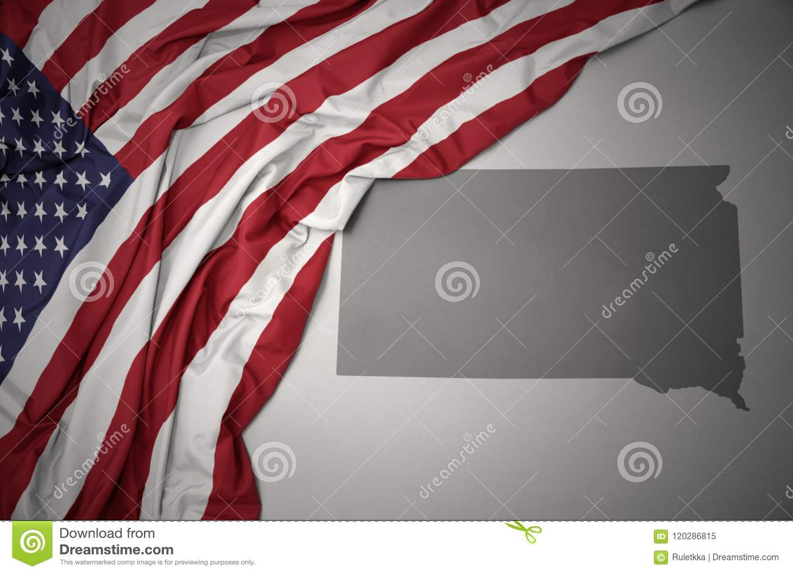 Golvende nationale vlag van de Verenigde Staten van Amerika op een grijze de kaartachtergrond staat van de Zuid- van Dakota