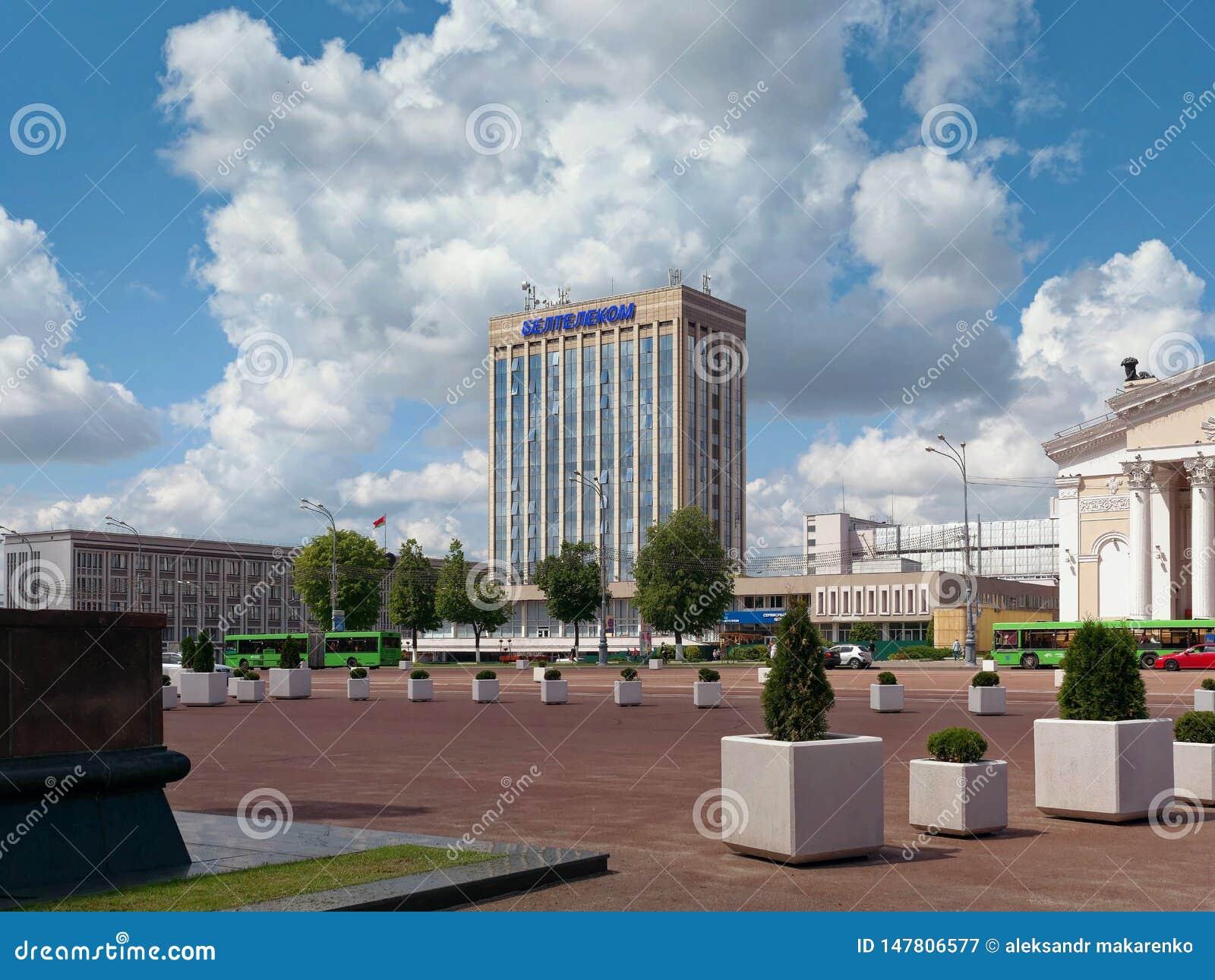 GOMEL, BELARUS - 15 MAI 2019 : Place de L?nine Th??tre et bureau de poste