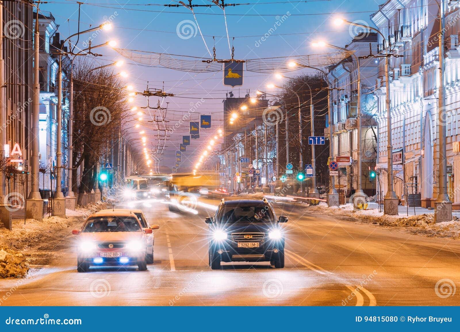 Gomel, Weißrussland Volkswagen-Auto und chinesisches Auto Geely Emgrand EX7