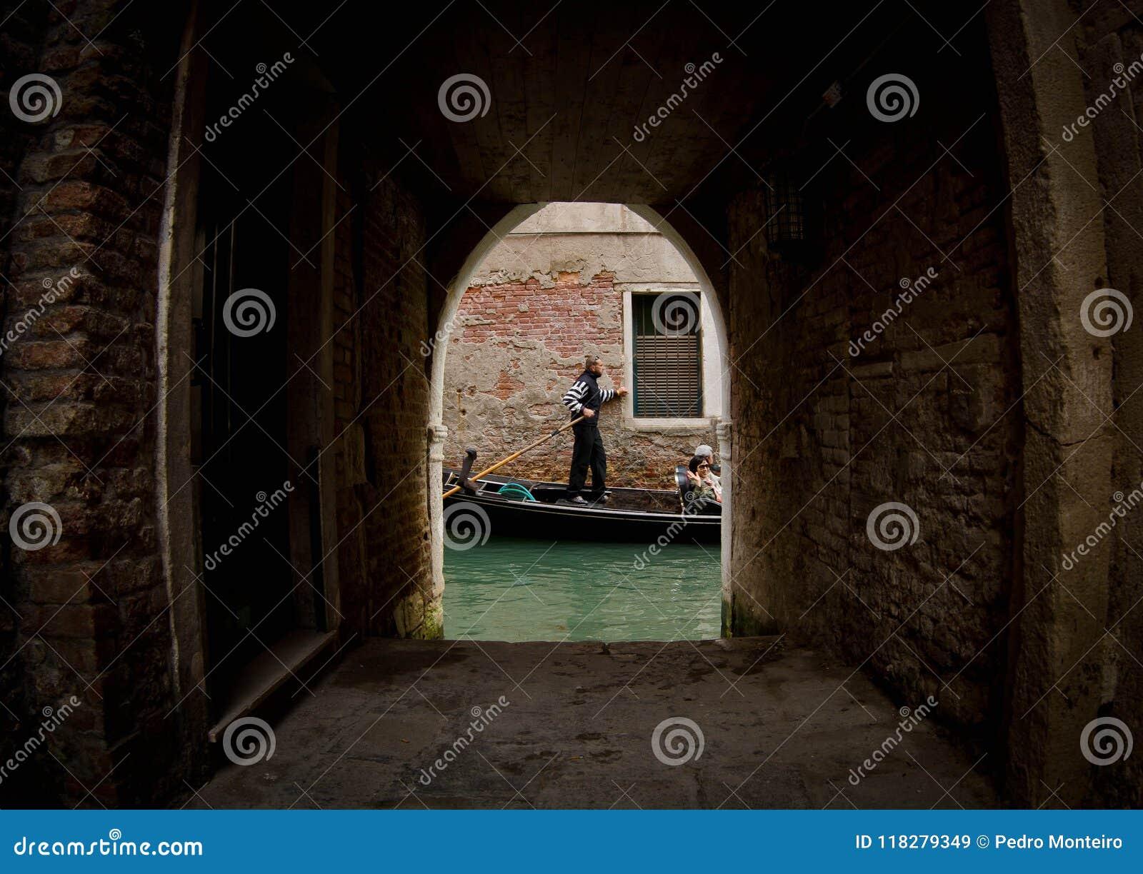 Gondel op Kanaal in Venetië
