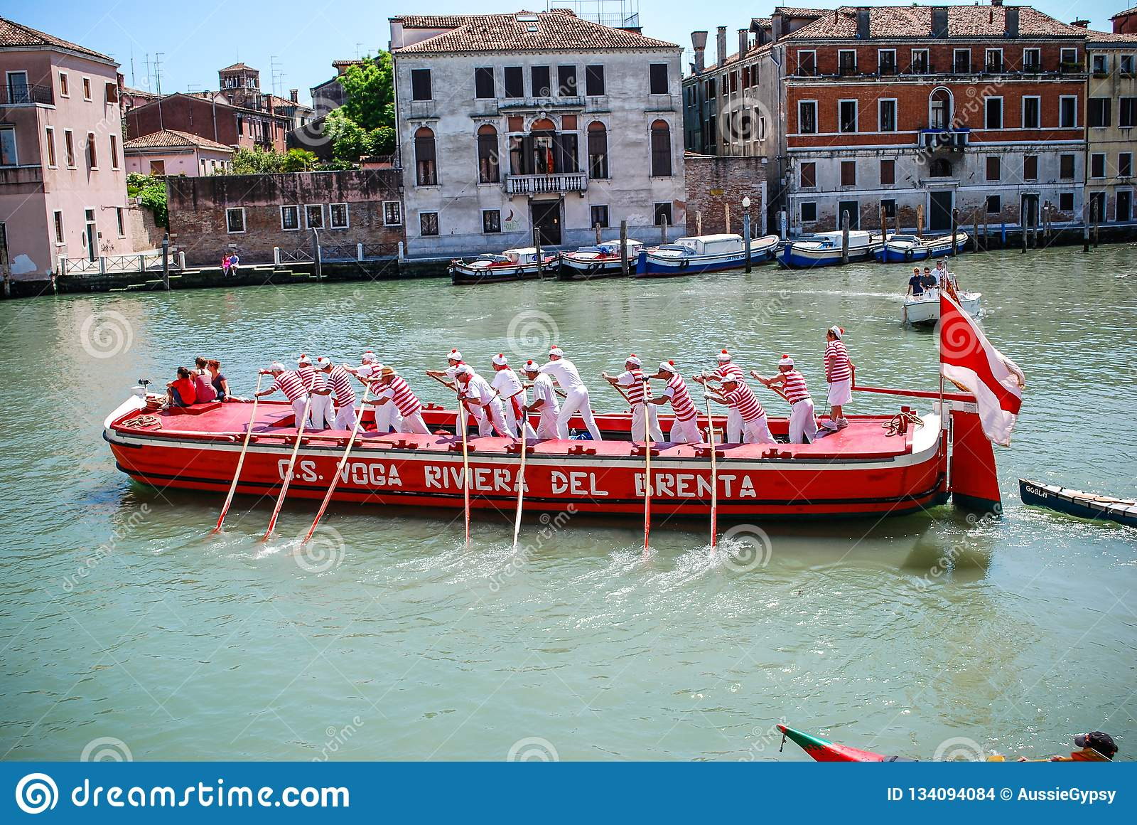 Gondeliers που ανταγωνίζεται στο Regata Storica, Βενετία, Ιταλία