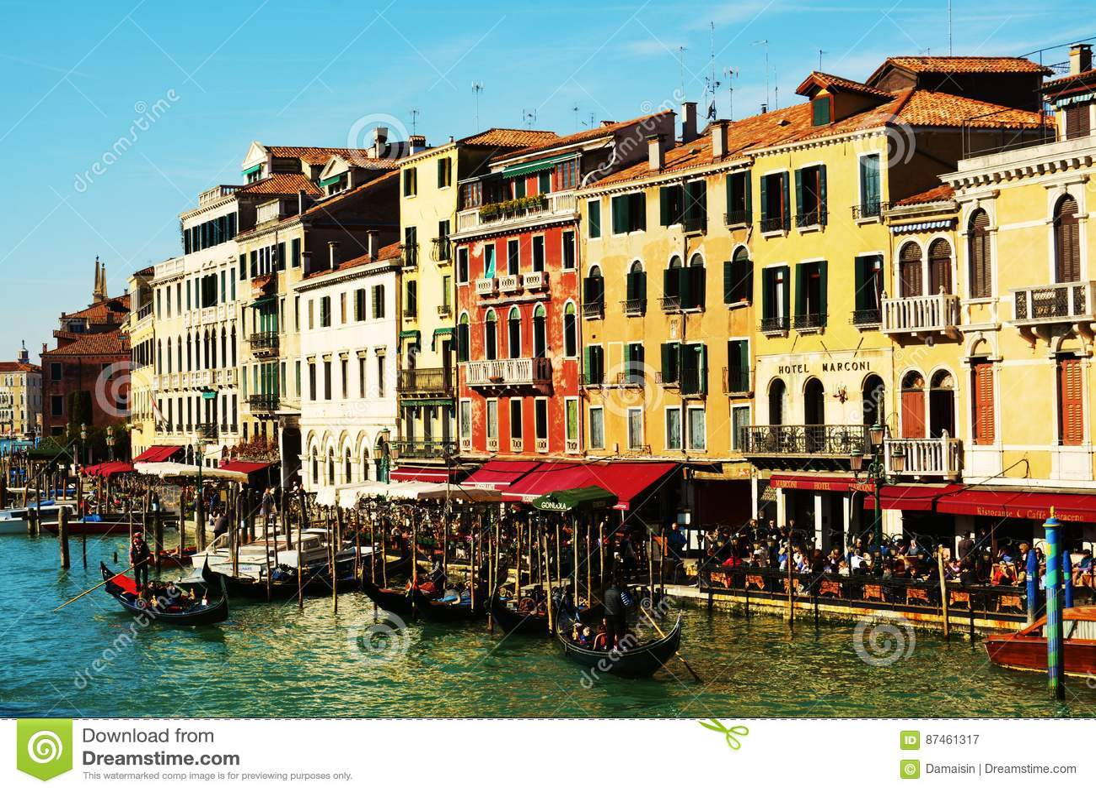 Gondels, kleurrijke architectuur, Grand Canal, Venetië, Italië, Europa