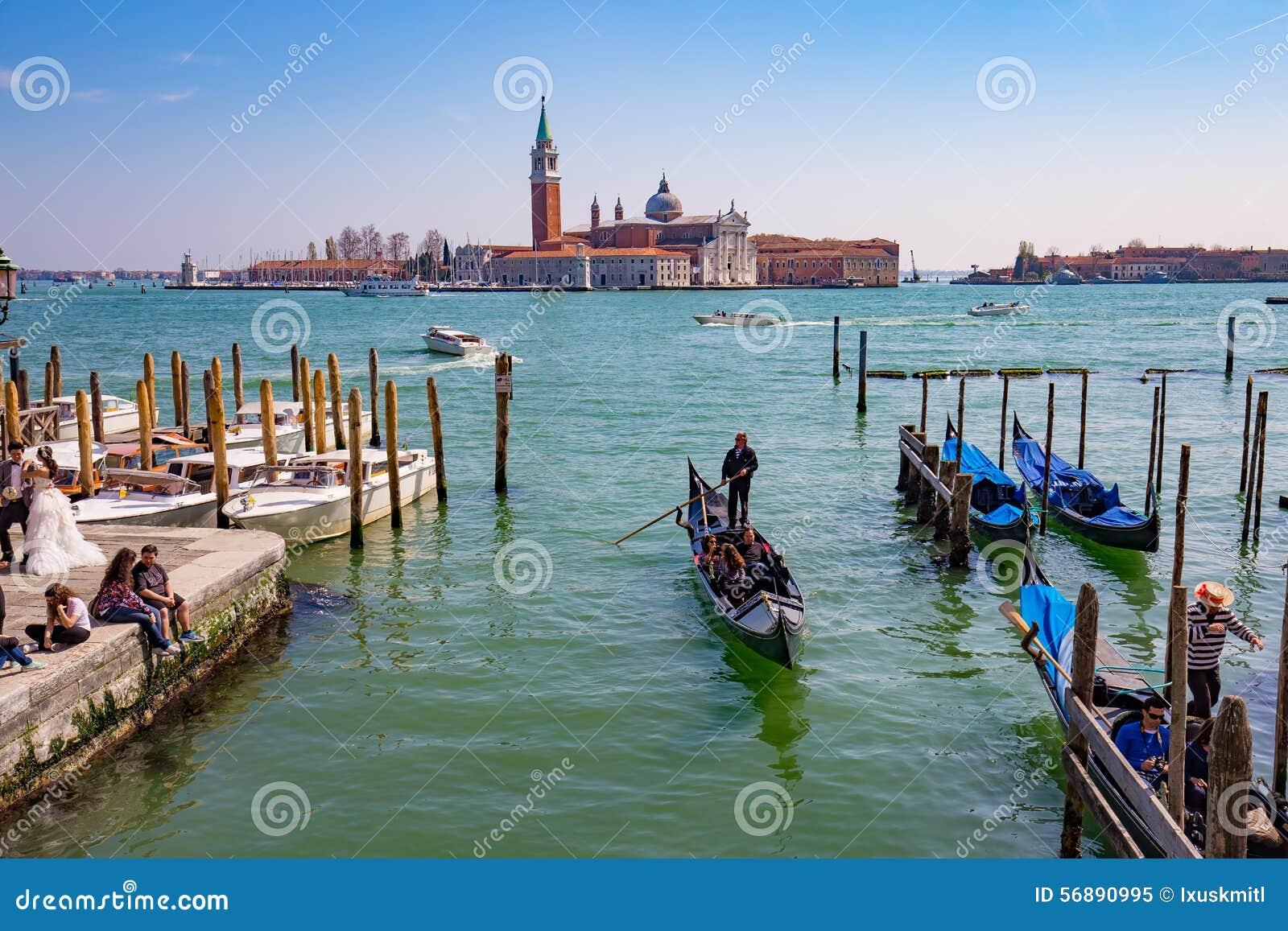 Gondola con il turista a Venezia, Italia