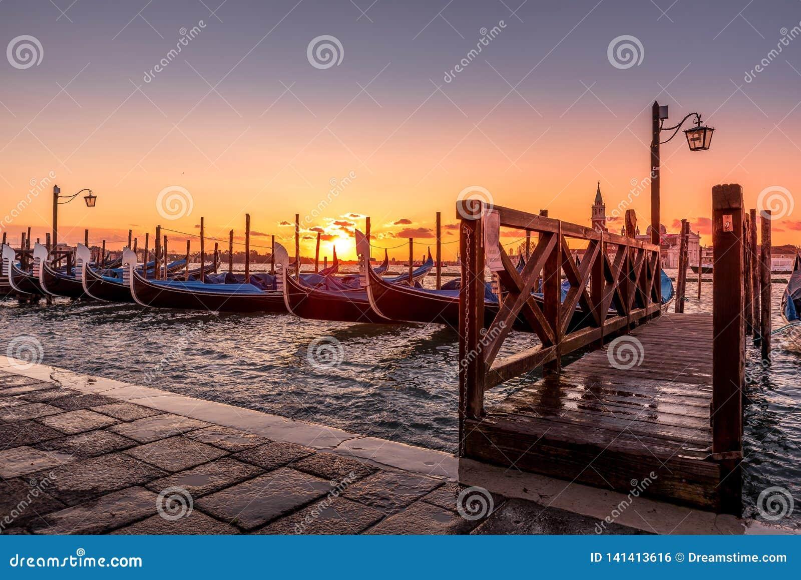 Gondole i San Marco Square - Venedig Italien