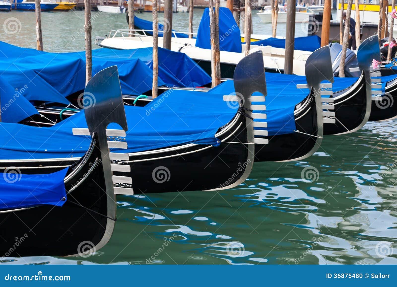 Download Gondole a Venezia fotografia stock. Immagine di venezia - 36875480