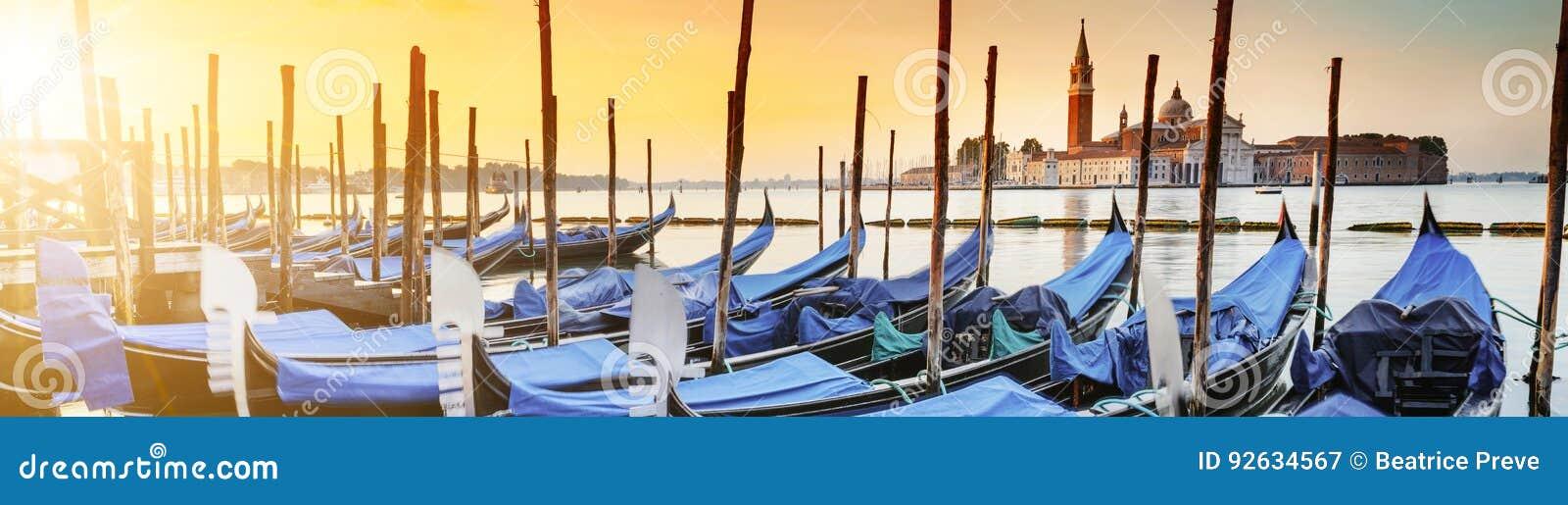 Gondoler i Venezia