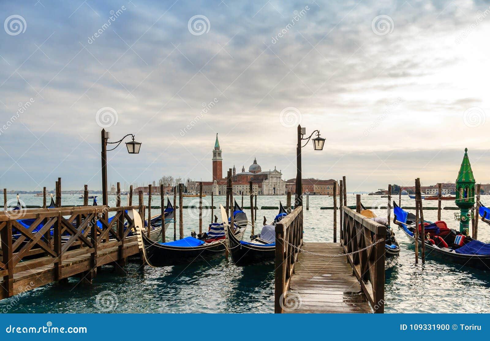 Gondoler i vinterdagen, Venedig, Italien