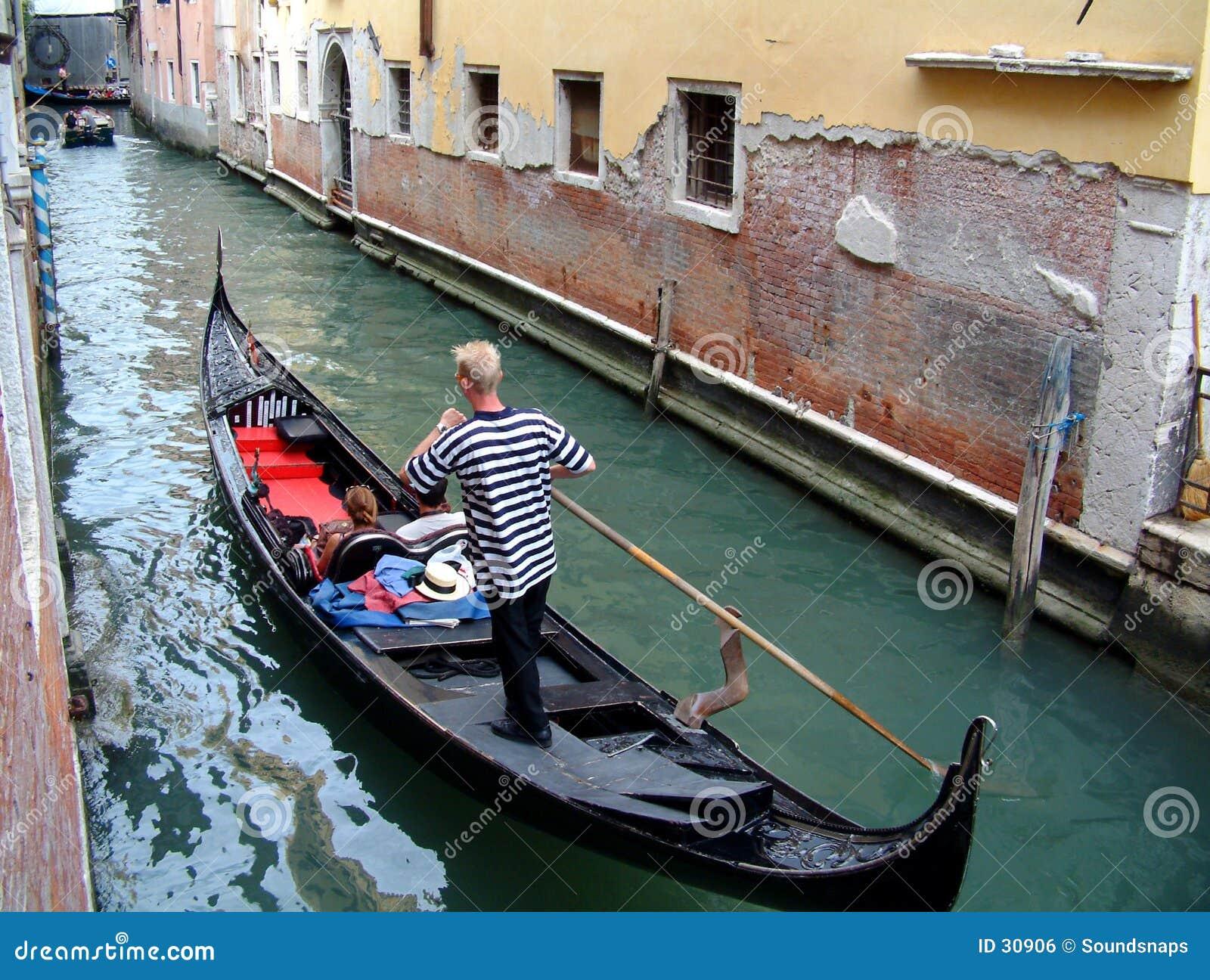 Download Gondolero en Venecia foto de archivo. Imagen de viejo, tradicional - 30906