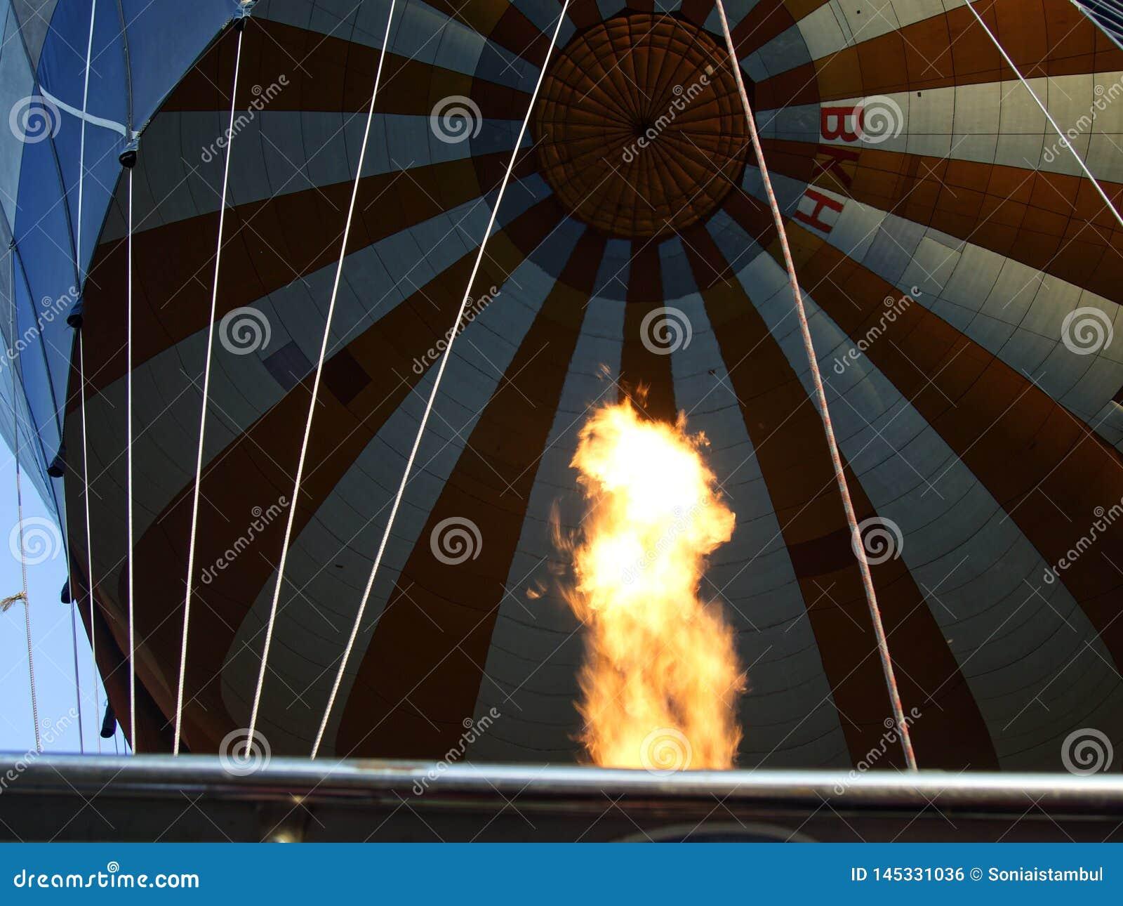 Gonflage du cappadocia de ballon