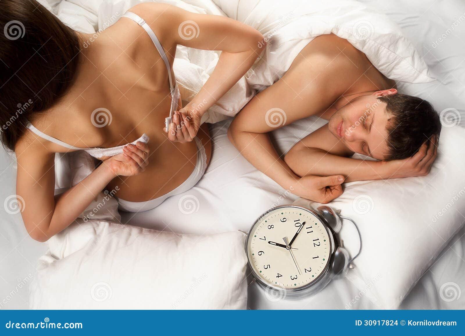 Фото голых девушек заниматься сексом, Порно фото. Красивые секс картинки - ебля и домашние 23 фотография