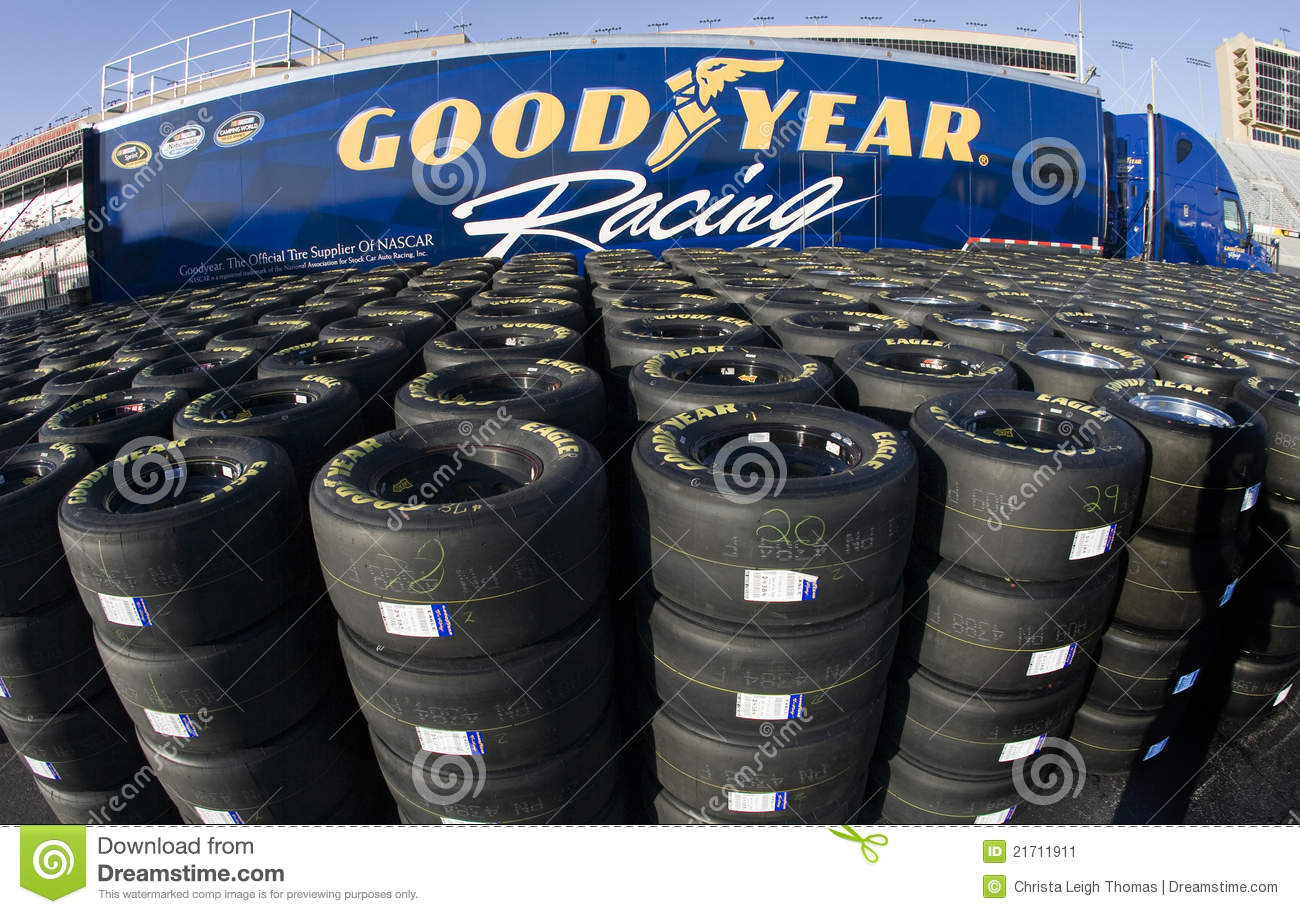 Goodyear Racing Tires >> Goodyear Que Compete Pneus Foto Editorial - Imagem: 21711911