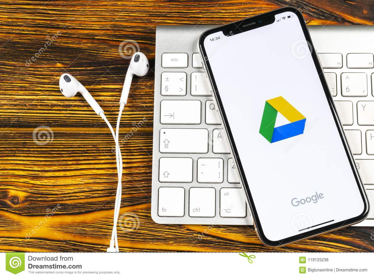 how to download image from google drive on iphone