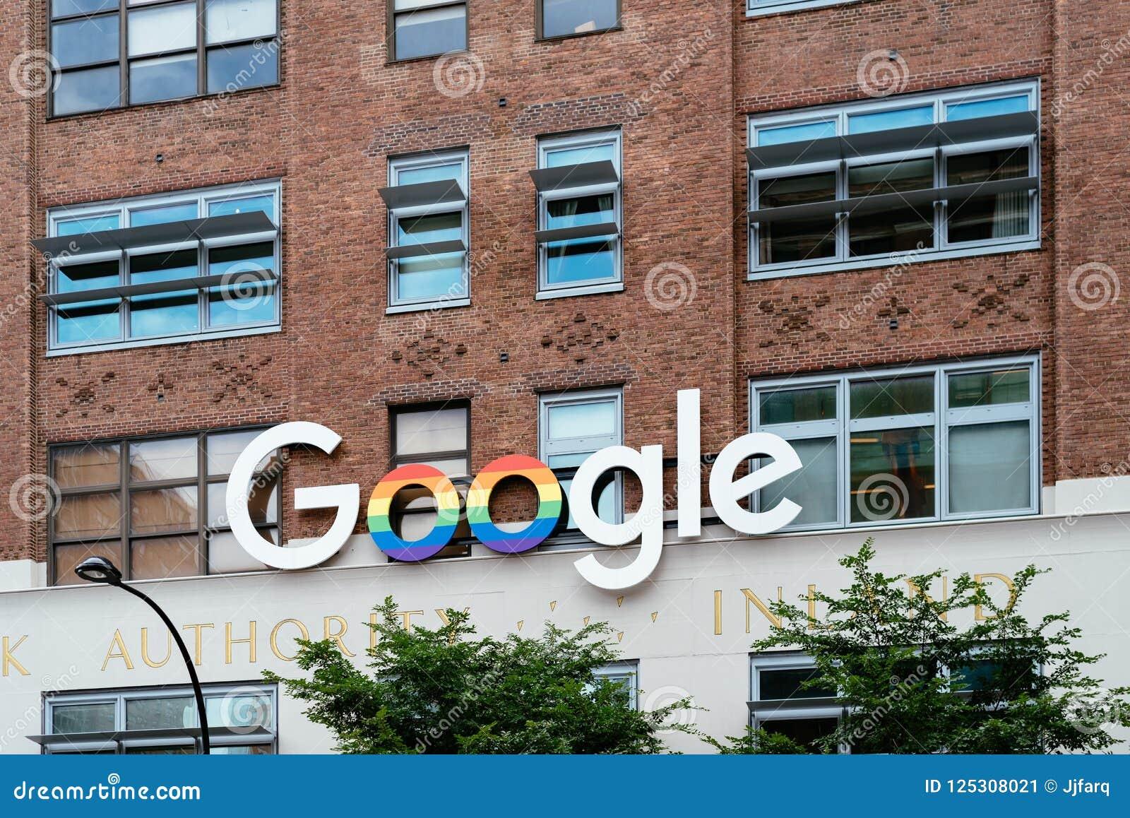 Google firma con colores del arco iris fuera de la oficina de Google en nuevo