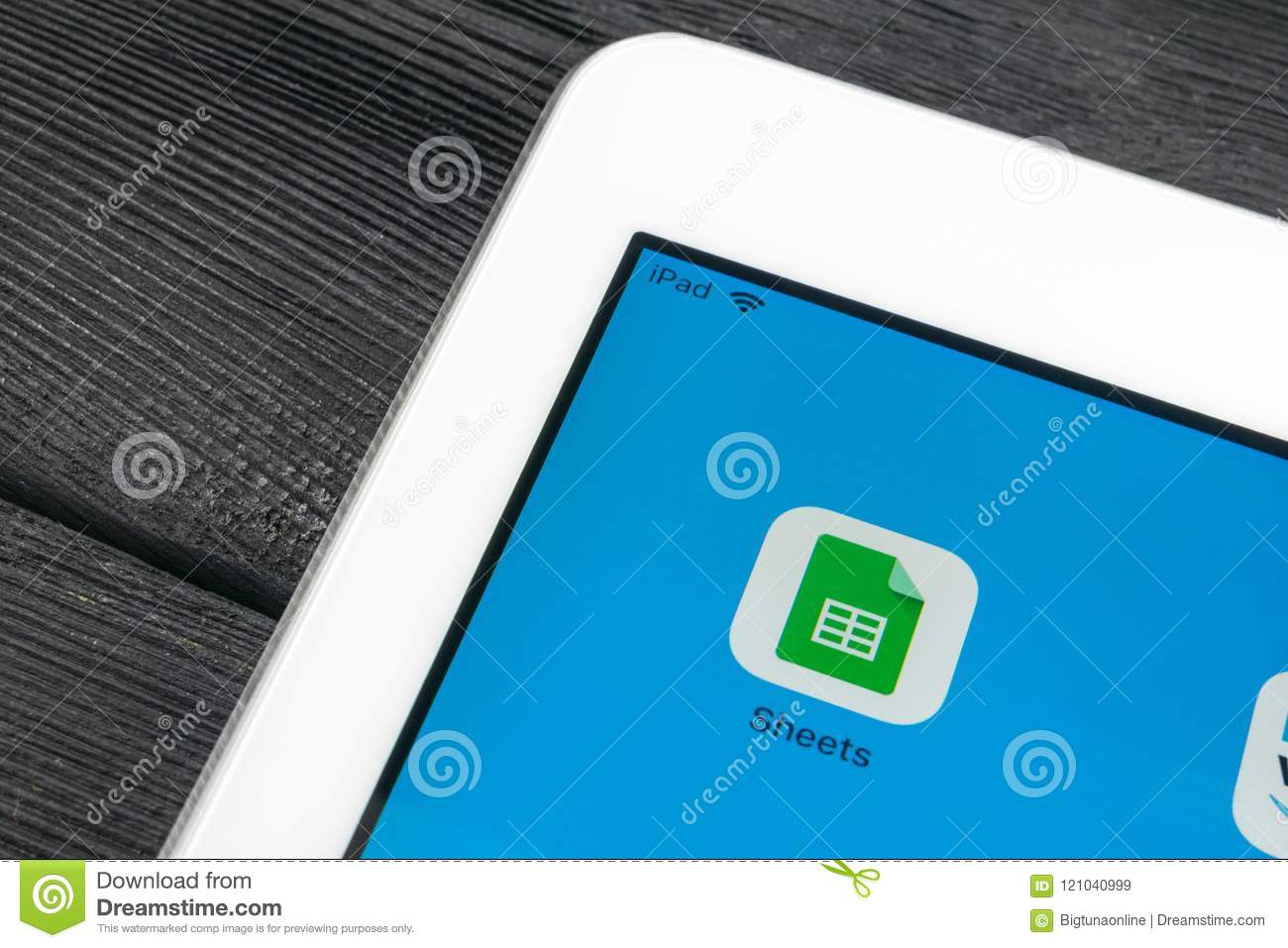 google sheets icon on apple ipad pro smartphone screen close up google sheets icon