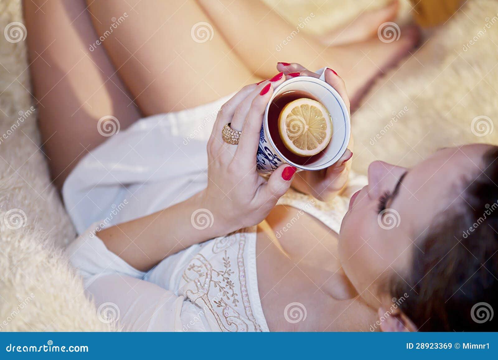 Gorąca cytryny herbata