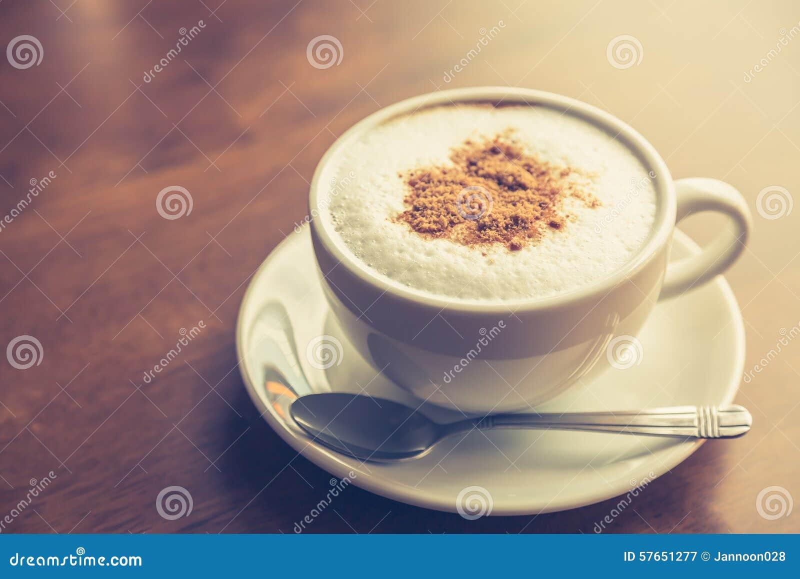 Gorąca latte sztuki kawa (Filtrujący wizerunek przetwarzający rocznik