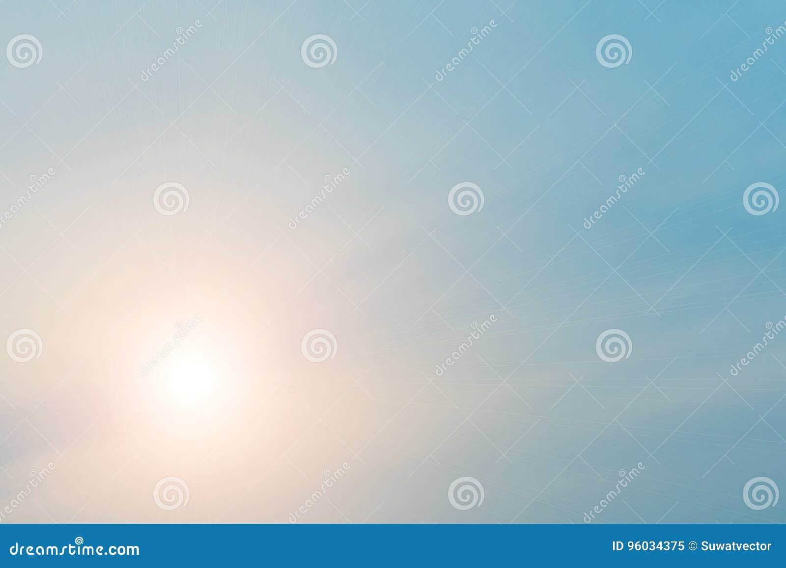 Gorąca pogoda, chmury patrzeje kolorową przed zmierzchem