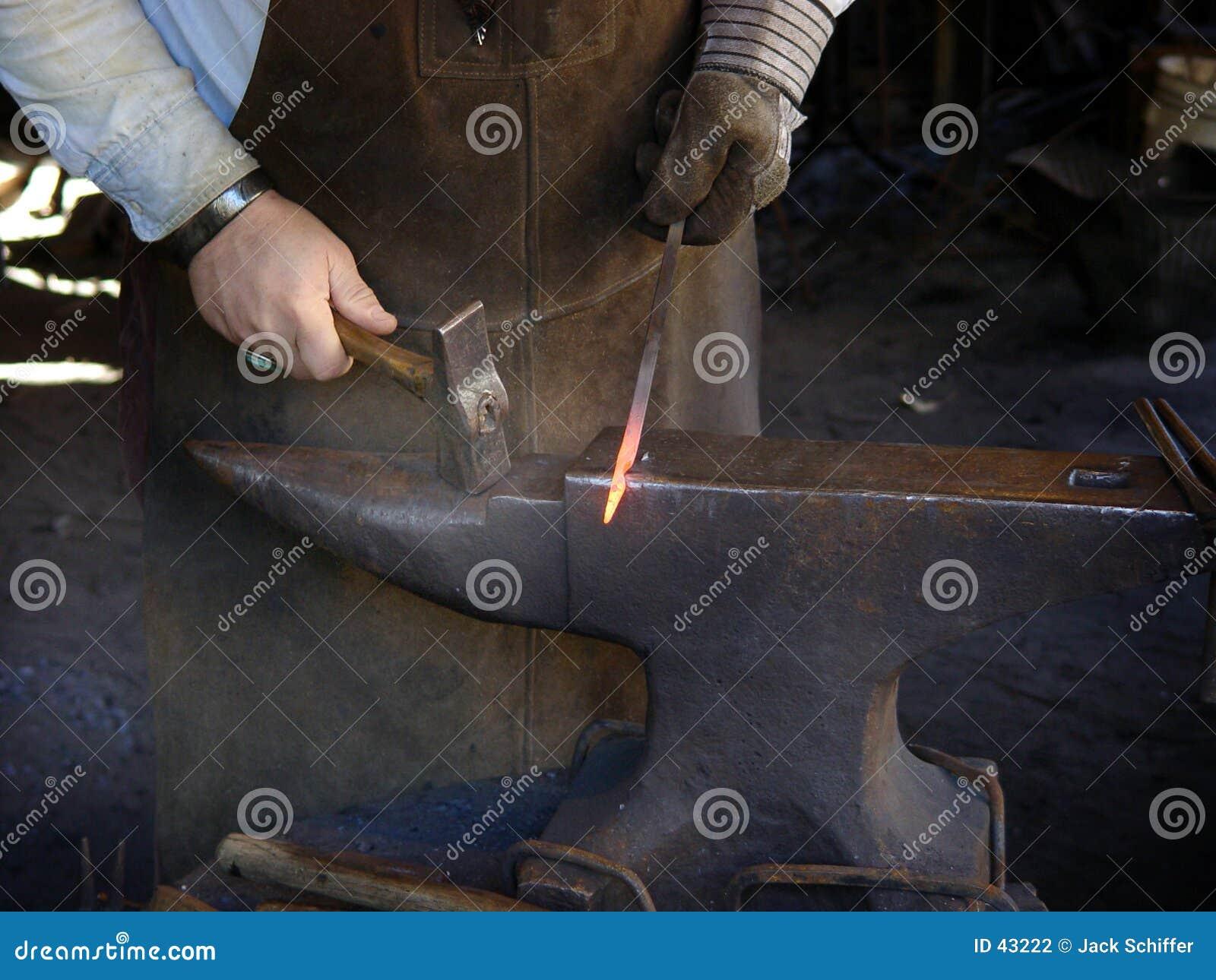 Gorące żelazo uderzenie