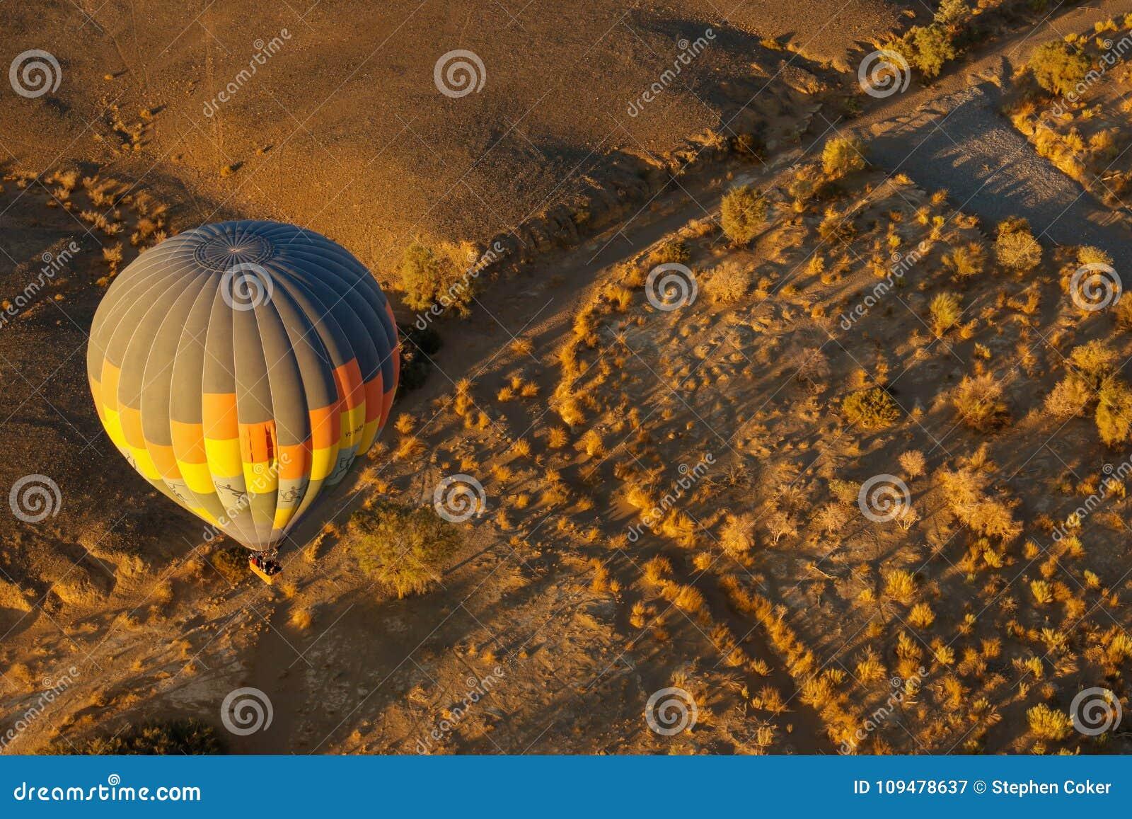 Gorące Powietrze Balonowy wschód słońca