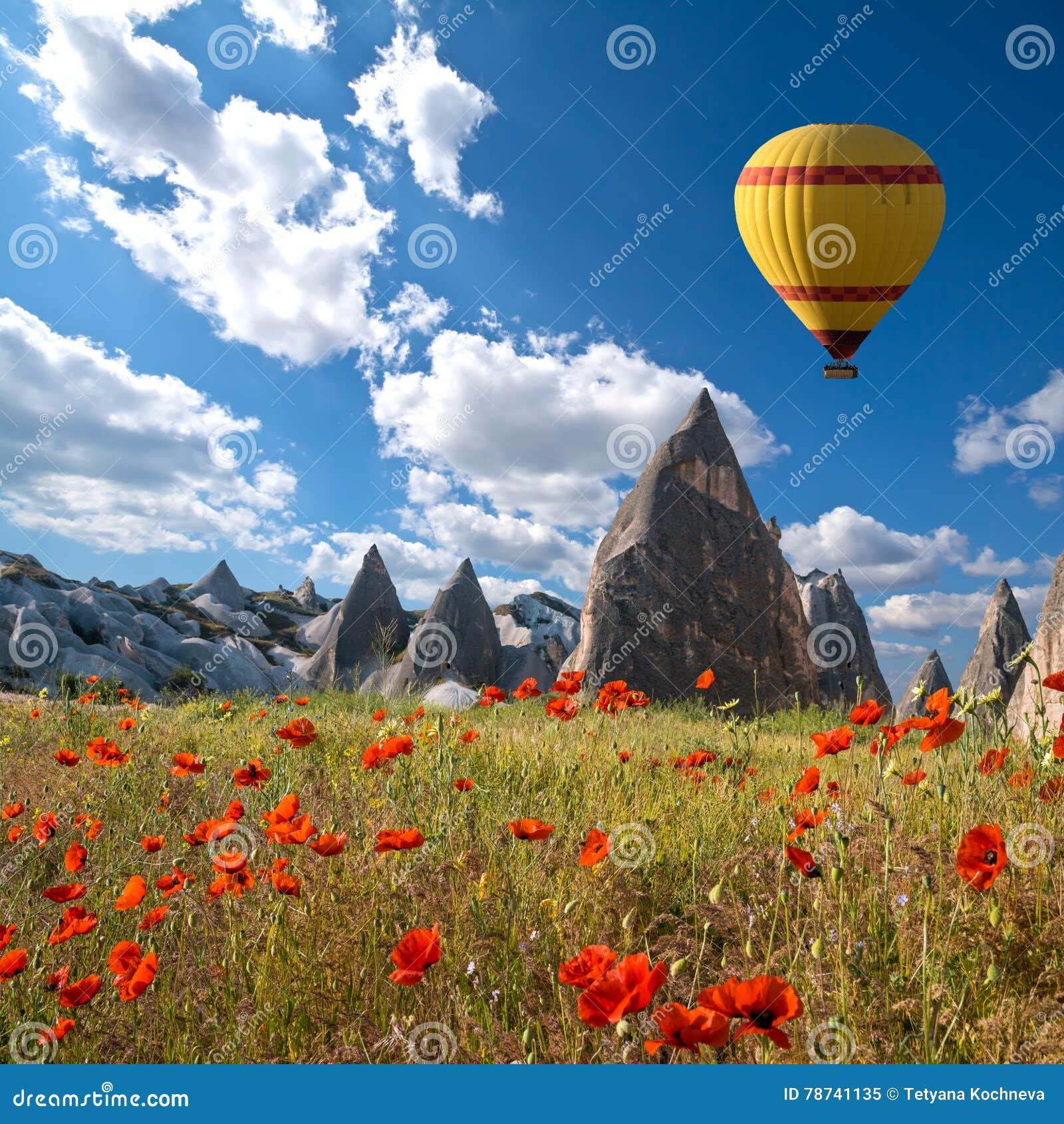 Gorące powietrze szybko się zwiększać latanie nad Cappadocia, Turcja