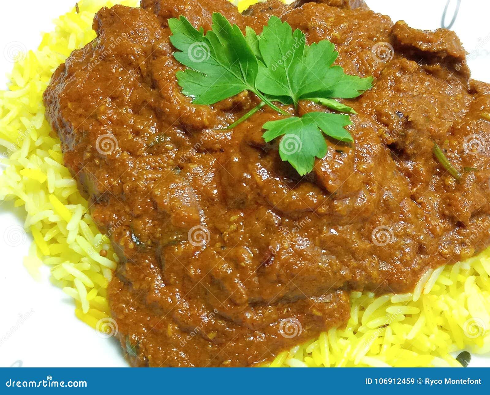 Gorący korzenny wołowiny Madras posiłek