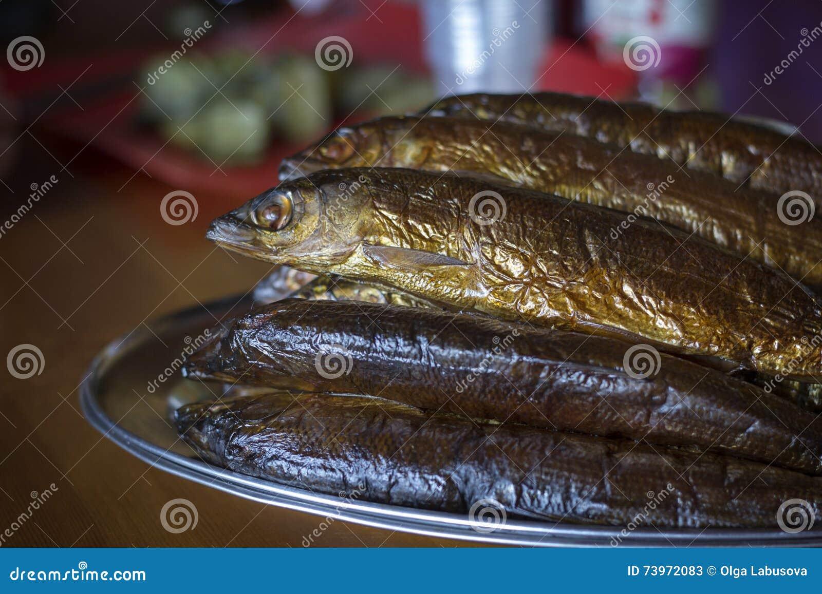 Gorący uwędzony Omul (endemiczni gatunki ryba w jeziornym Baikal, Rus