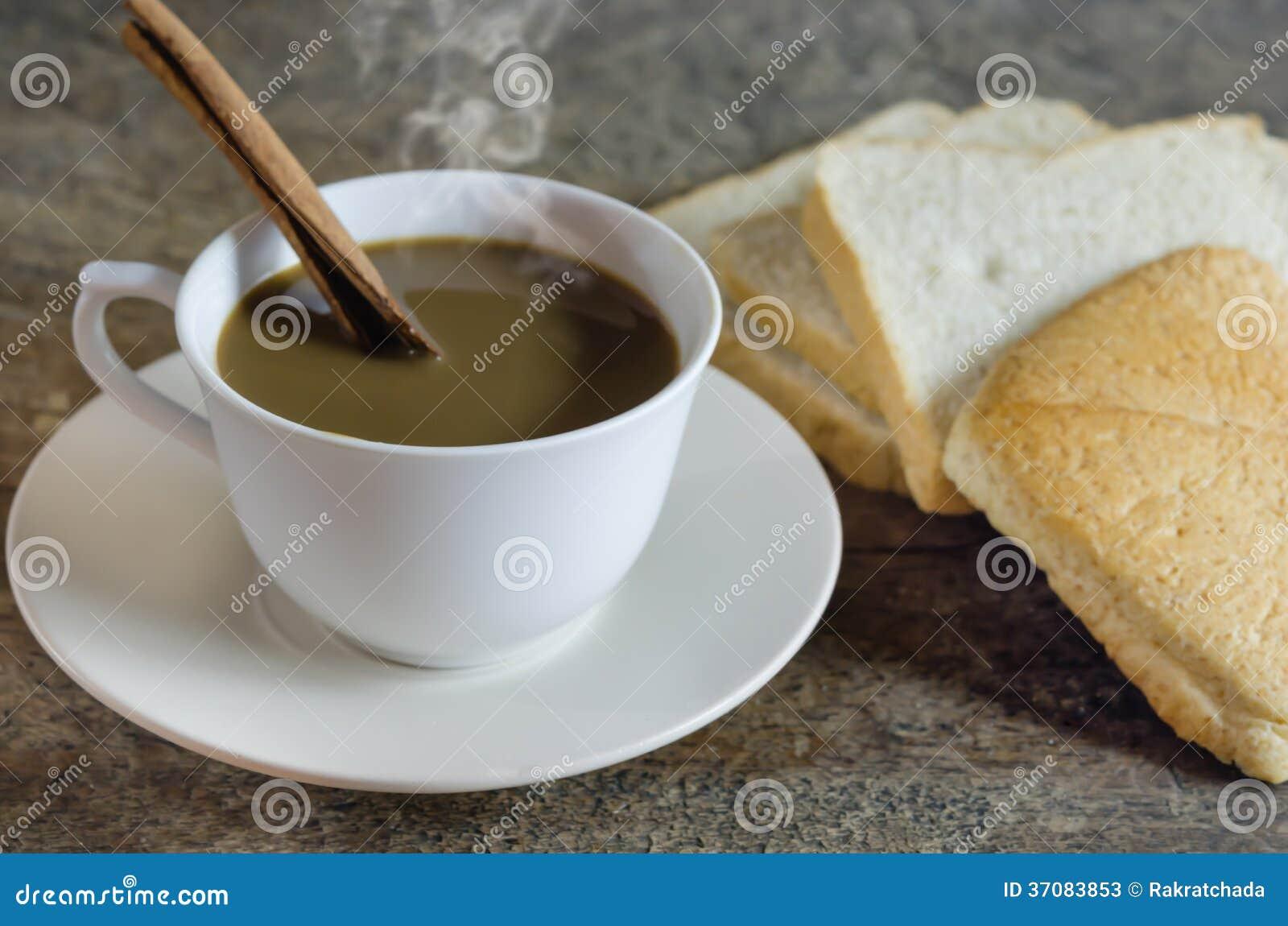 Download Gorąca Kawa I Plasterka Chleb Obraz Stock - Obraz złożonej z cukierki, brąz: 37083853