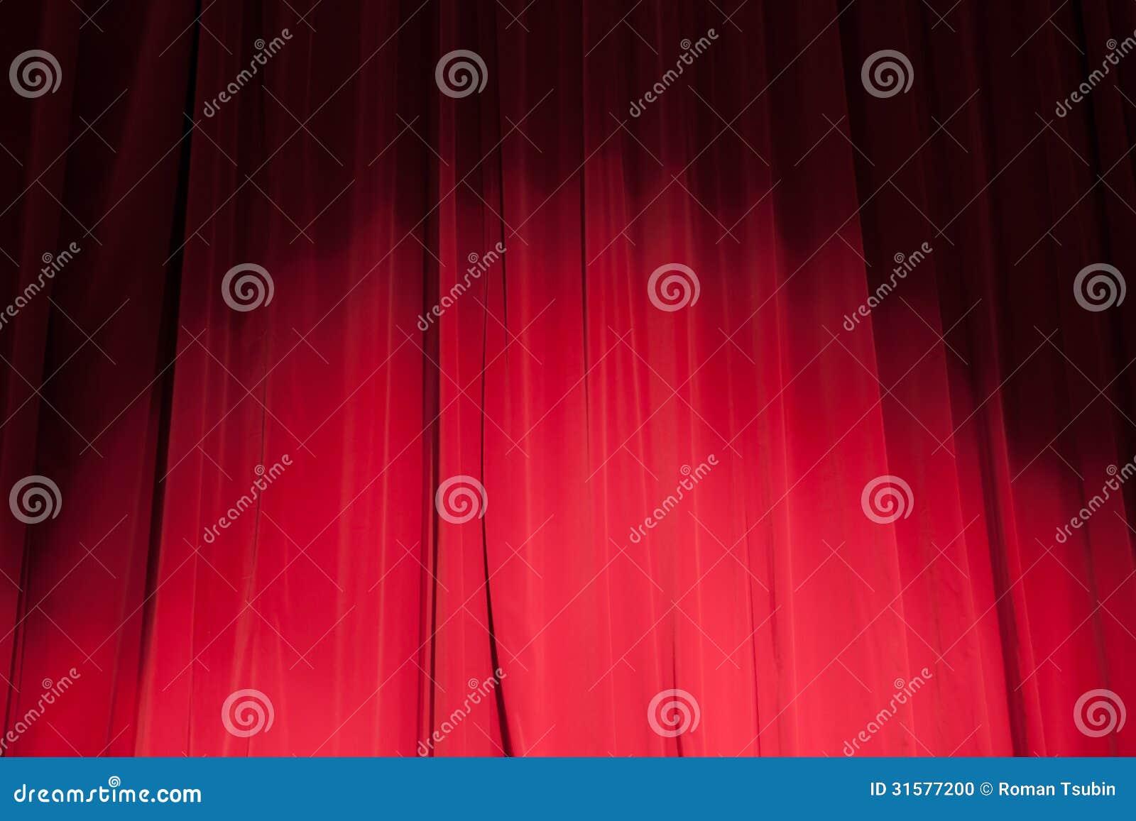 Gordijn van het theater met een schijnwerper