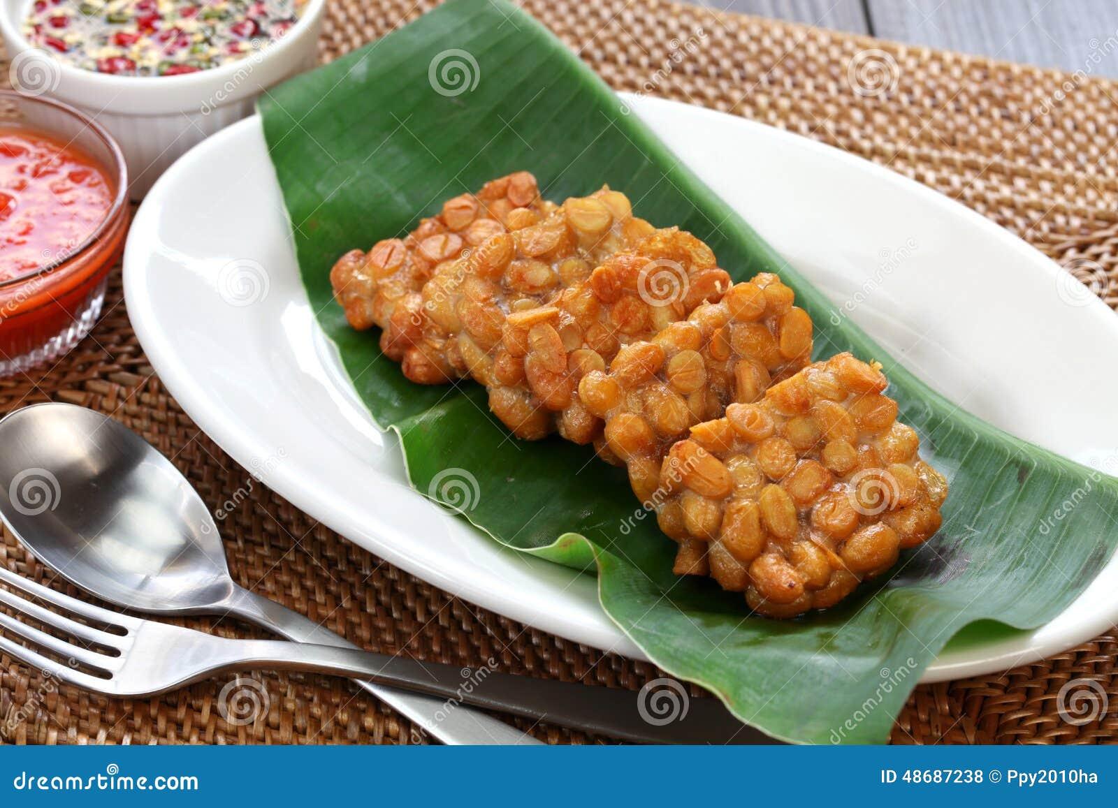 Goreng Tempe, зажаренное tempeh, индонезийская вегетарианская еда