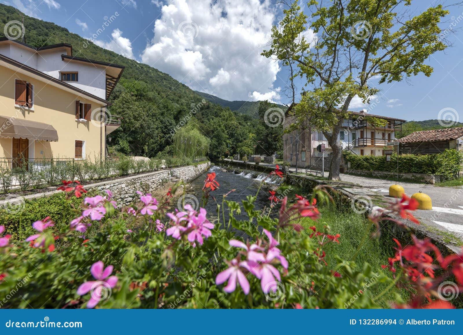 Gorgazzo, Pordenone, Włochy Panorama z rzecznym Livenza i swój wiosnami