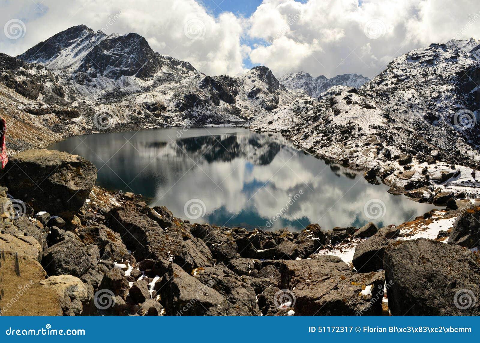 Gosainkunda Lustro jezioro, himalaje, Nepal