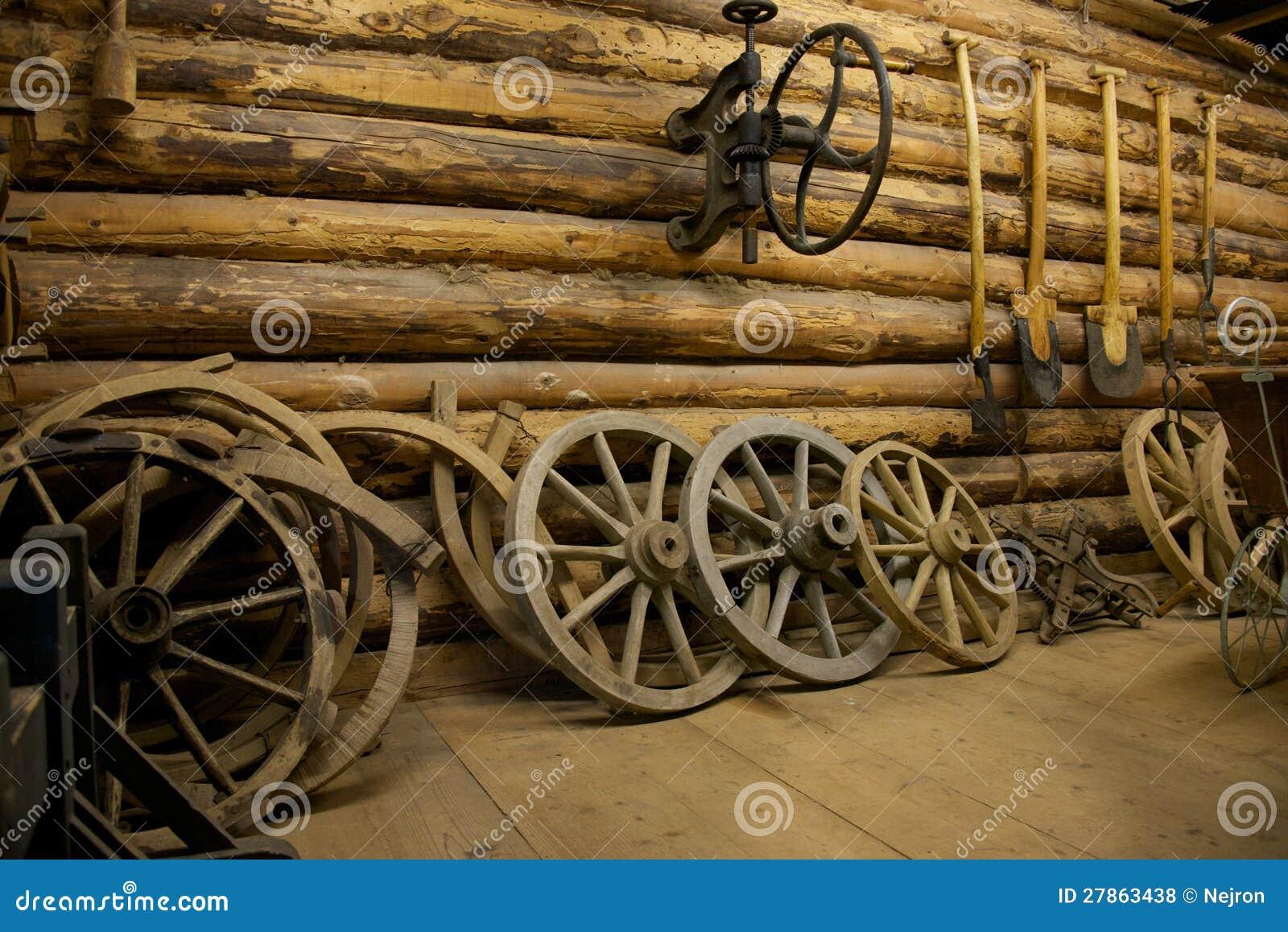 Gospodarstw rolnych narzędzia w stajni