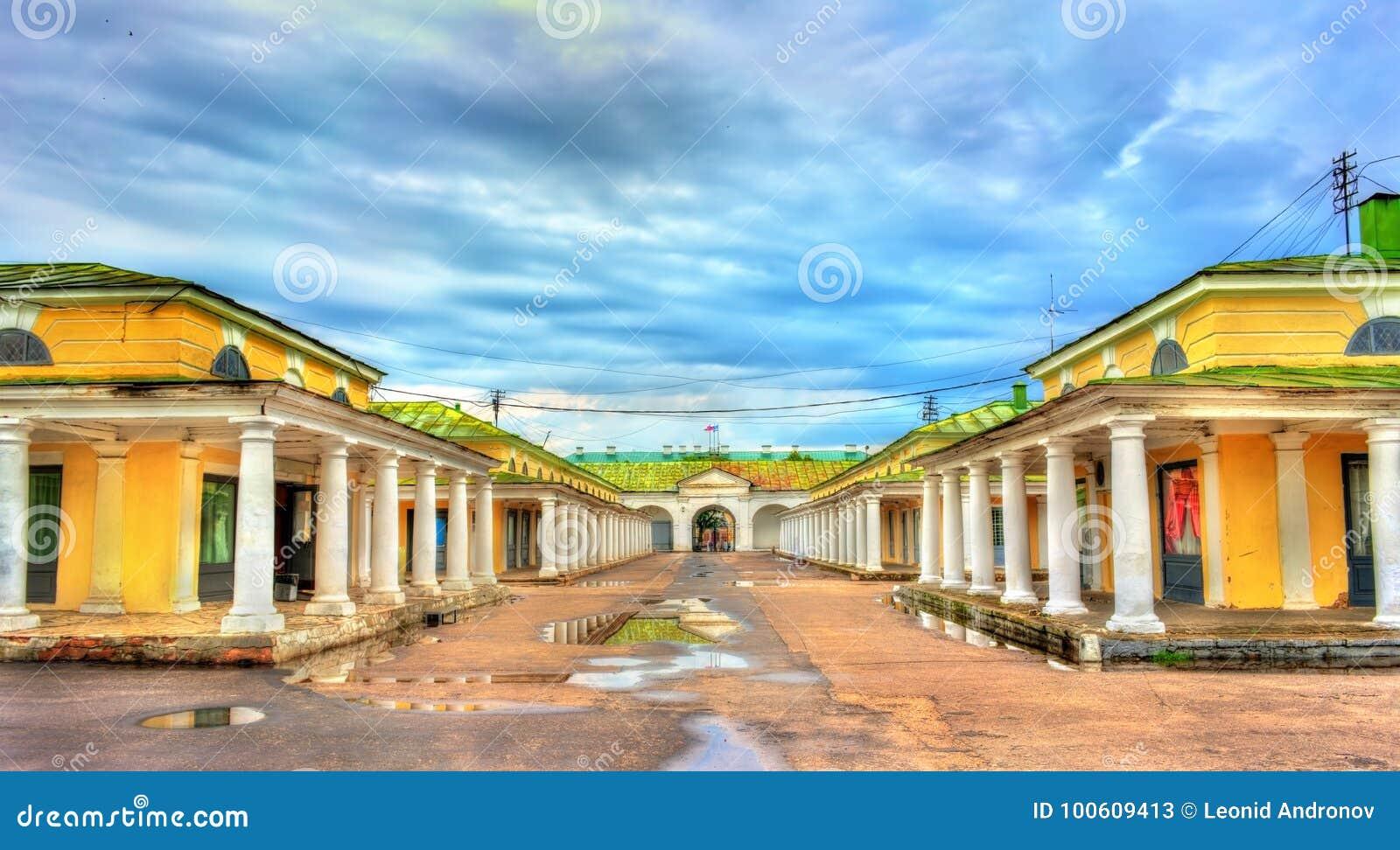 Gostiny Dvor, provinsiella Neoclassical handelgallerier i Kostroma, Ryssland
