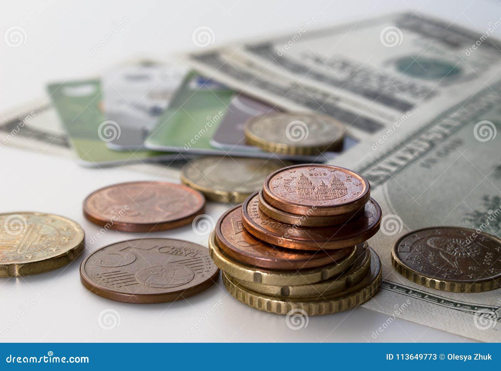 Gotówkowi dolary i monety, zakończenie pieniądze