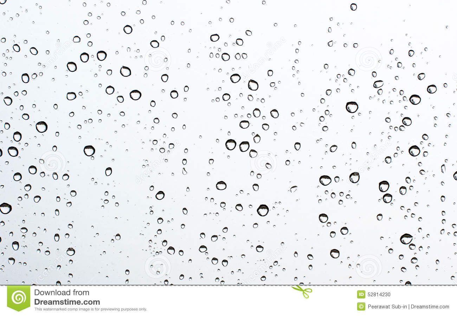 Gota del agua sobre el vidrio