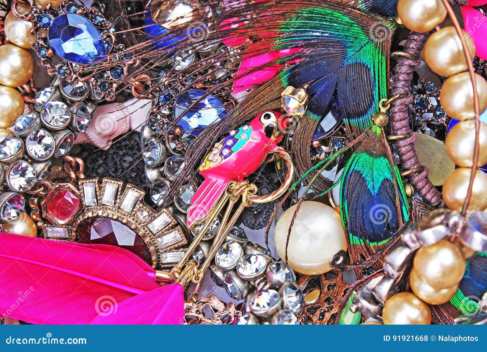 Gotea los pendientes de los collares de las joyas del cristal del diamante artificial