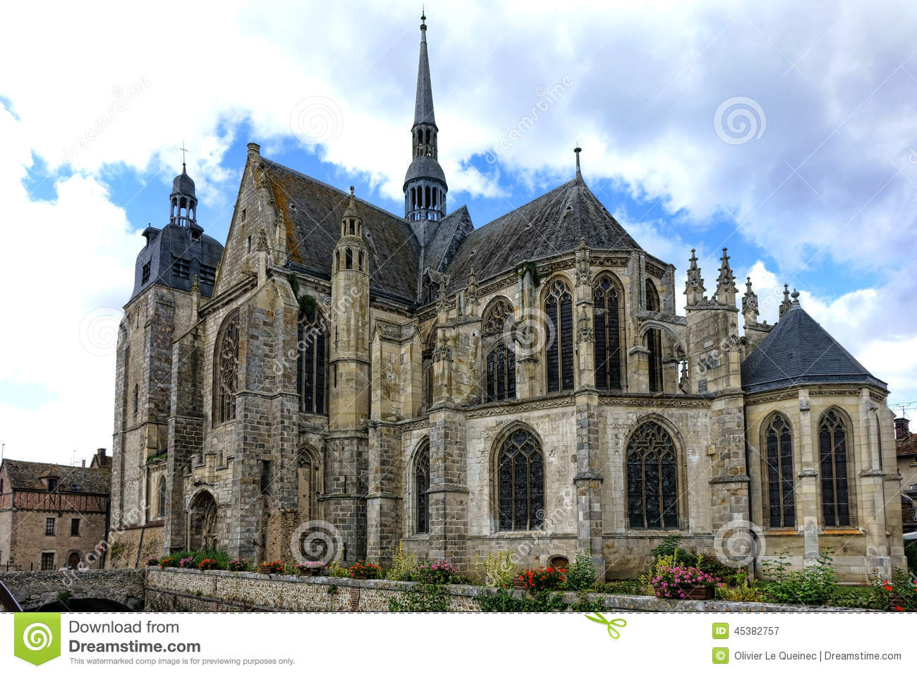Gothic architecture in medieval france College paper