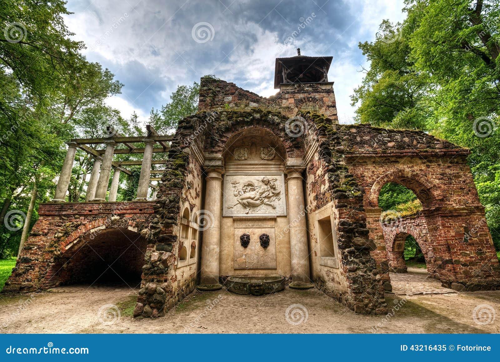 Gotisch huis van de hoge priester in het park arcadia nieborow stock afbeelding afbeelding - Huis van het wereldkantoor newport ...