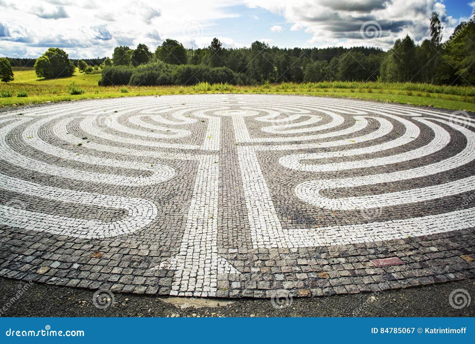 Gotisch labyrint van zwart-witte cobble-stones