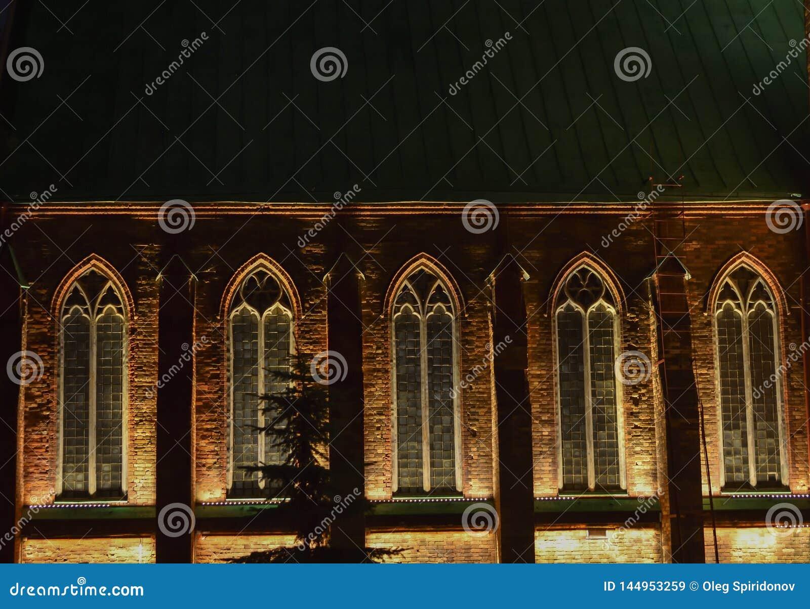 Gotiska fönster med nattljus