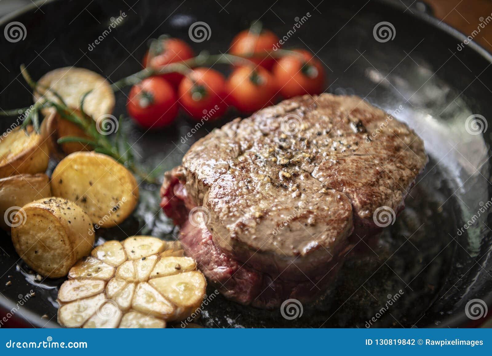 Gotować stek fotografii przepisu karmowego pomysł
