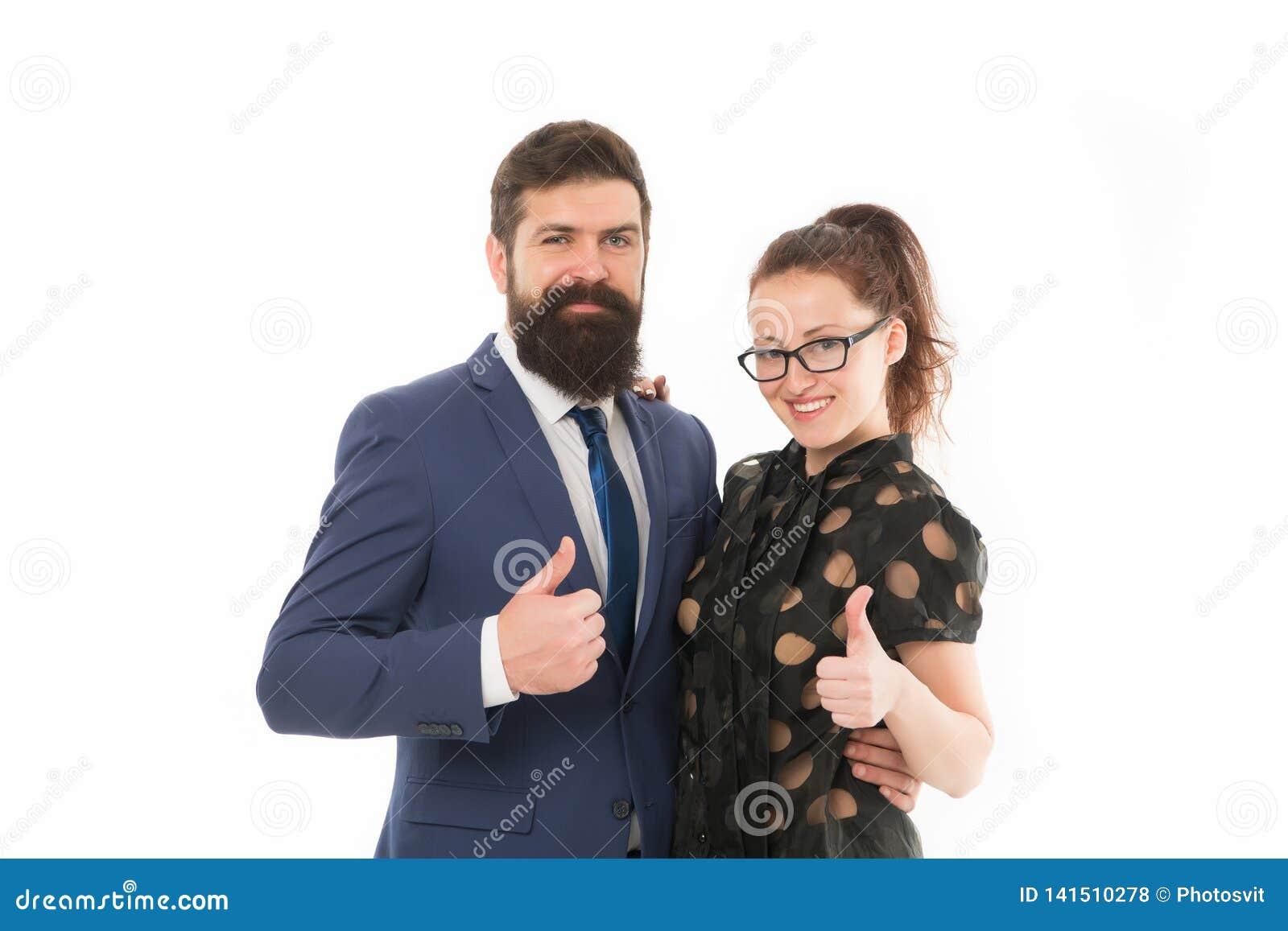Gott jobb Hipster för affärskollegaman med skägget och nätt kvinnaglasögon på vit bakgrund Affär