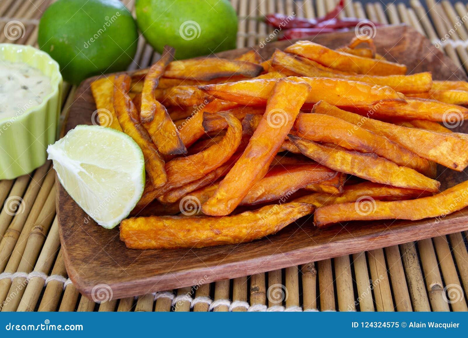 Gotujący kartoflany cukierki