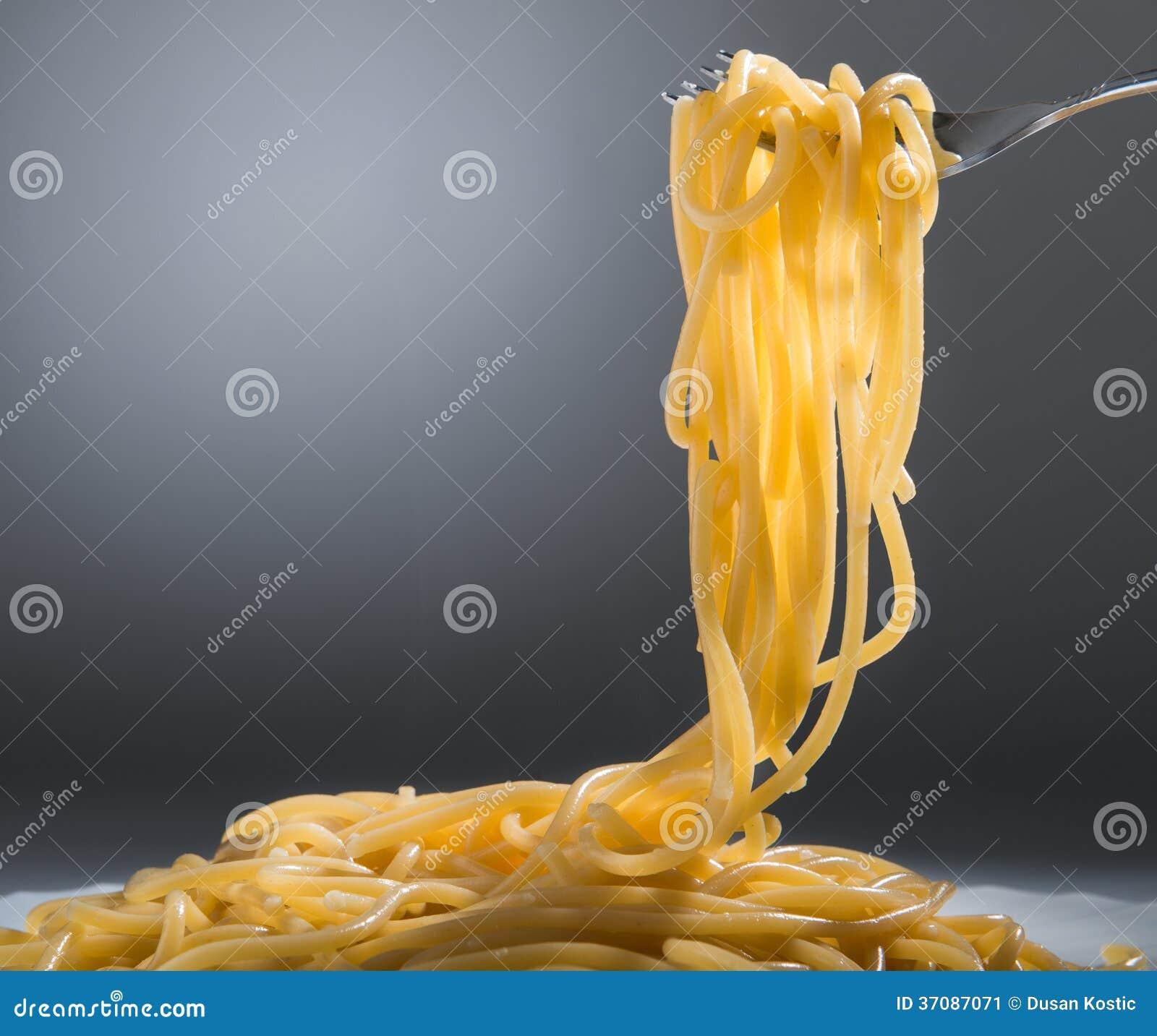 Download Gotujący spaghetti obraz stock. Obraz złożonej z lunch - 37087071