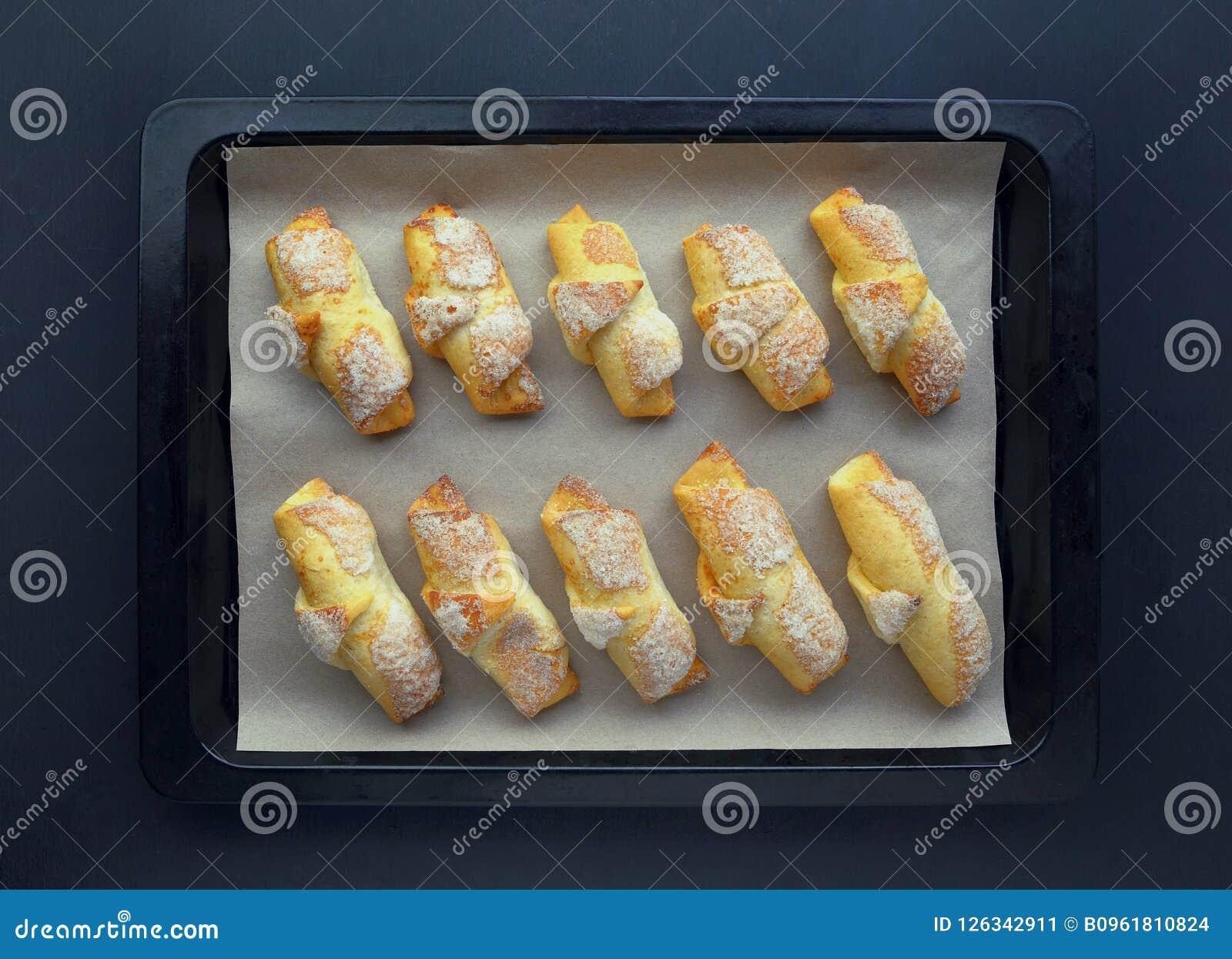 Gouden denneappels met gouden bogen op de houten deur Weinig Th