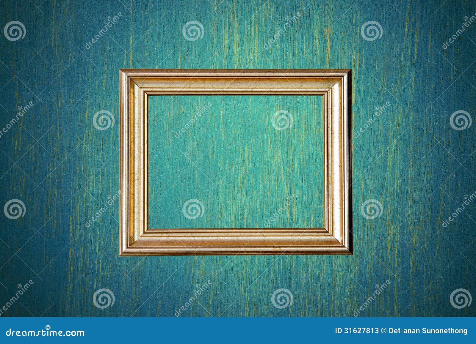 Gouden fotokader op groene muur stock foto 39 s afbeelding 31627813 - Grijze muur deco ...