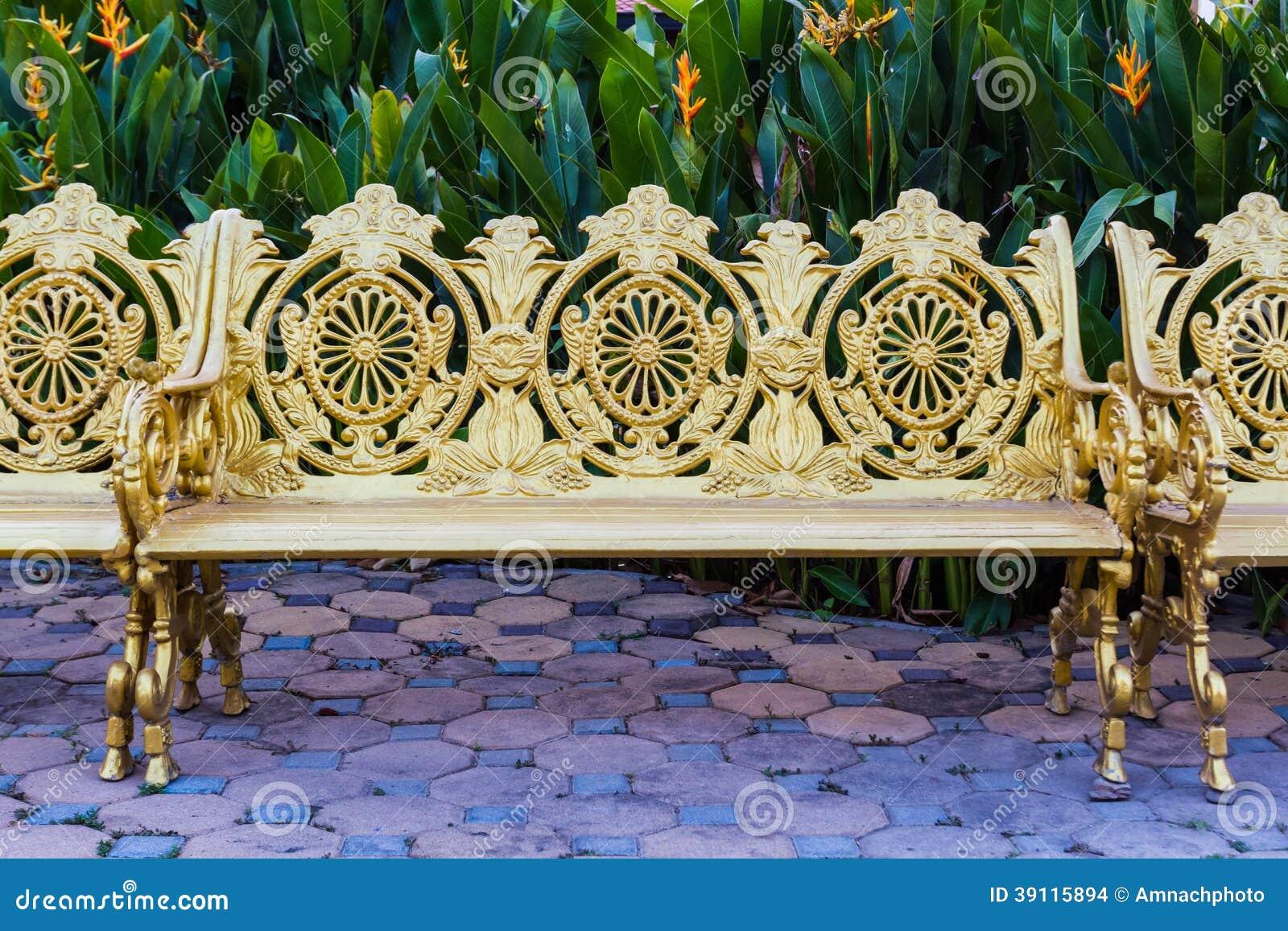 Gouden legerings uitstekende stoel.