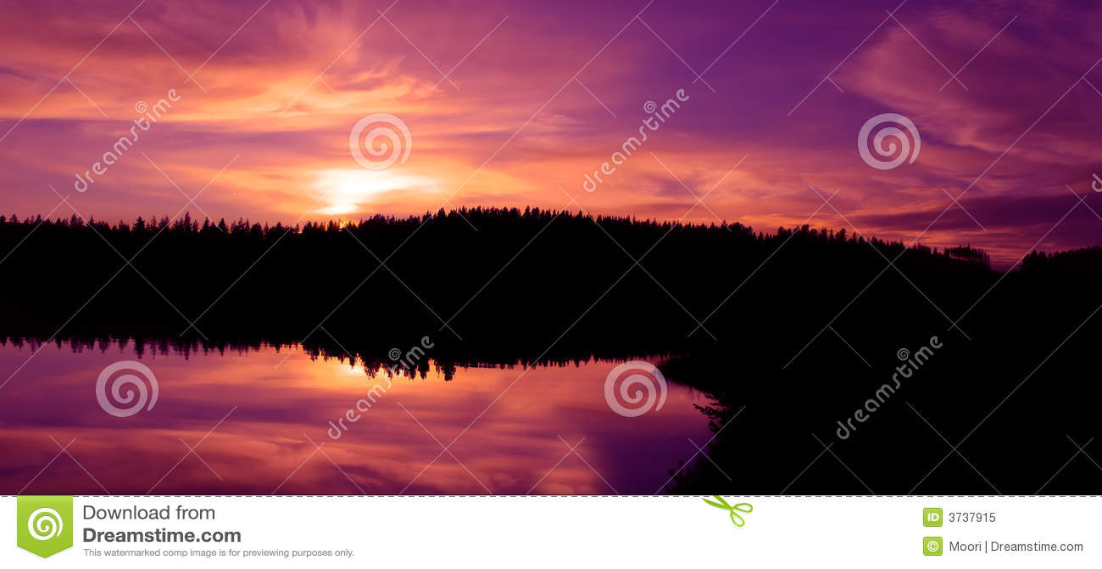 Gouden noordelijke zonsondergang